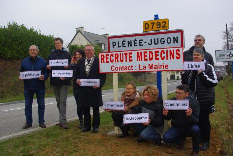 Dans Un Bourg Breton Infirmiers Pharmacien Kine Se